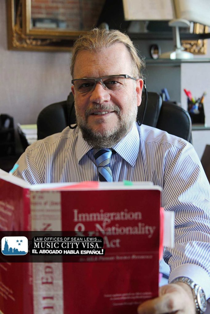 Abogado-de-inmigracion-Chattanooga-Sean-Lewis1-1